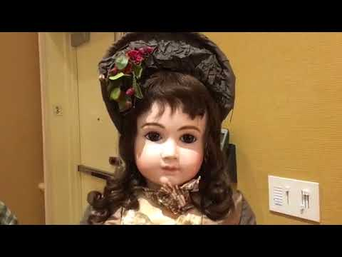 Live Michael Canadas of The Carmel Doll Shop in the 2017 UFDC Salesroom