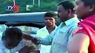SHE Team Arrested 32 Eve-Teasers in Jagtial   Police Counselling To Parents   Karimnagar   TV5 News