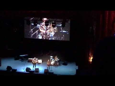 Sky is a Neighborhood performed by Dave Grohl with his 2 daughters Violet and Harper
