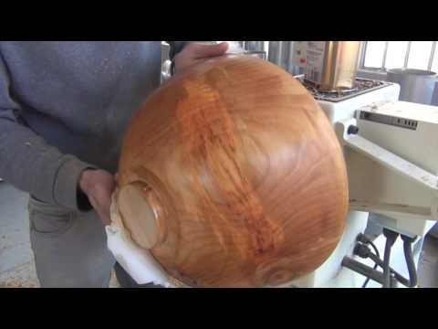 Woodturning - turning a big bowl with stubai