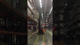 Работа погрузчика на складе Орифлэйм
