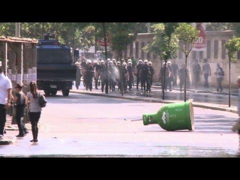 Turkey violence flares after police storm protest park