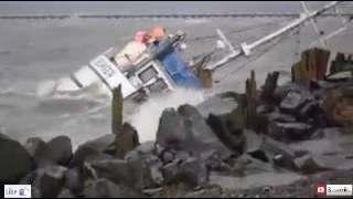 مركب الصيد يغرق بقوة الرياح والأمواج 2016