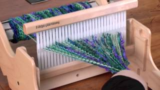 Repeat youtube video Weaving on the SampleIt Loom