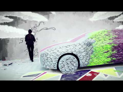 Sally Zou aka Momorobo perfoming her street art on the brand new Volvo V60 Plug-in Hybrid 3/7