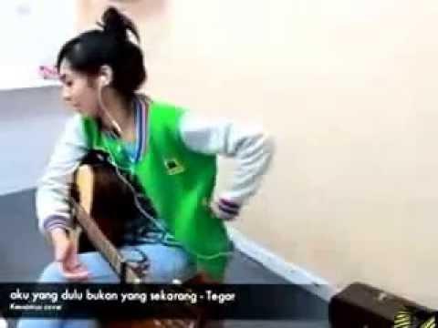 Cewek Thailand Nyanyi Lagu Tegar lucu banget