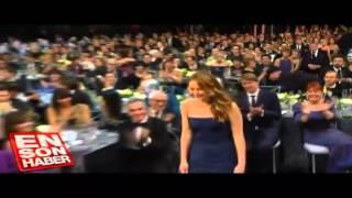 Jennifer Lawrence'tan ödül törenine damga vuran frikik