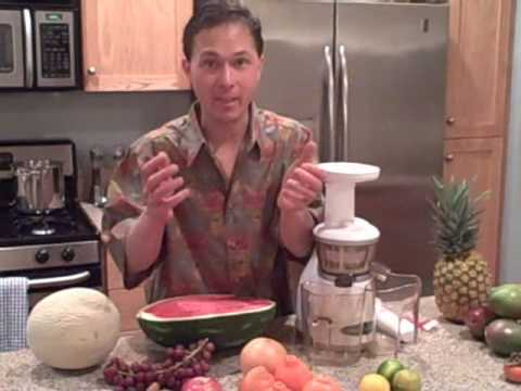 Should I mix fruits and vegetables when Juicing?  Differences between fresh and bottled Juices.