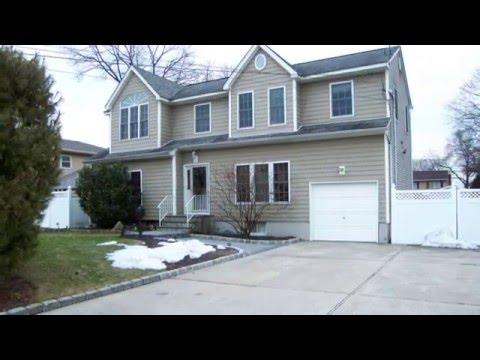 West Babylon Home For Sale - 62 Baur Street