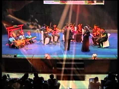 Borneo strings orchestra with paris barantai.mp4