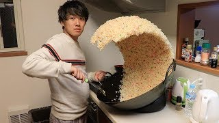 Prank Cooking his partner a huge fried rice like a chef!!
