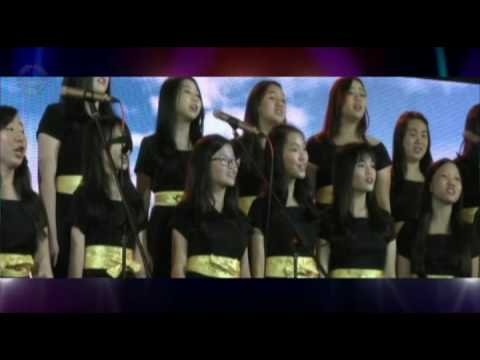 SMAK St. Louis 1 Surabaya Choir and Alouisia Choir. Laskar Pelangi