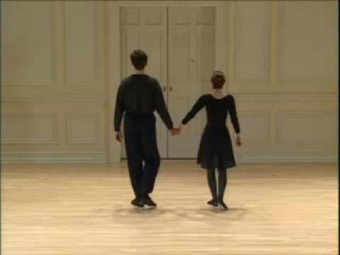 039 Renaissance Dance Pavane - YouTube