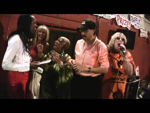 Earth, Wind & Fire, Luenell and Allee Willis sing September and Boogie Wonderland - Part 1 (of 3)