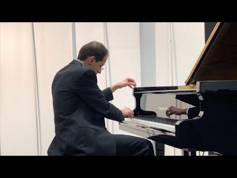 Une Dernière étreinte played by Alessandro Cervino