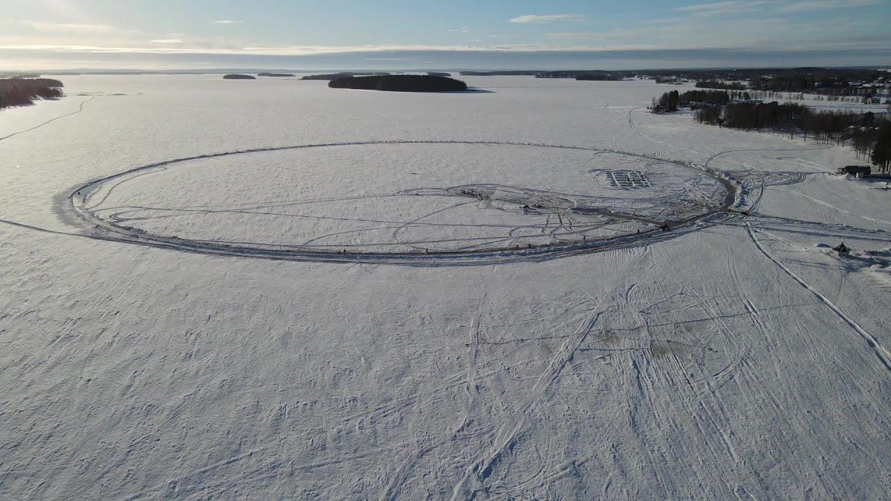 فريق فنلندي يسعى إلى تحطيم الرقم القياسي العالمي لأكبر جولة مرح جليدية  - نشر قبل 34 دقيقة