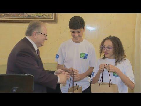 SBT na Rússia: Adolescentes vão representar o Brasil em projeto | SBT Notícias (21/04/18)