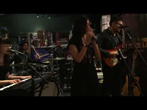 Battle Bloom - The Fight (Remixed version live at Swee Lee Malaysia)