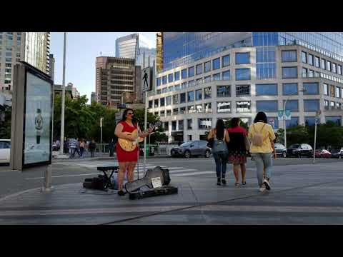Vancouver STREET MUSICIAN: BABE COAL ENTERTAINS WITH