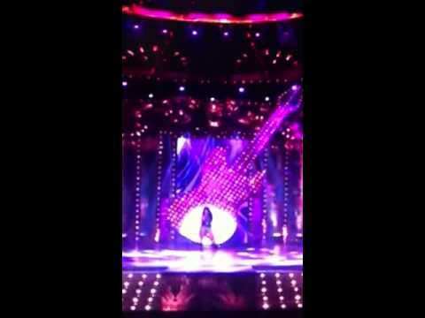 Neha Bhasin performing Dhunki at Mirchi Music Awards 12