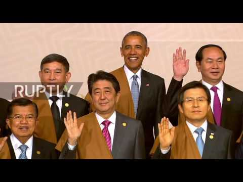 Peru: APEC country leaders wave for group photo in Lima