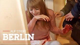 Messerangriff aus Notwehr: Was ist mit Sophie los?   Auf Streife - Berlin   SAT.1 TV
