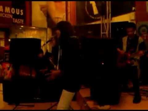 Q SmiLe Band ''Biar aku yang mengalah & Bring me to lifeEvanescence Cover