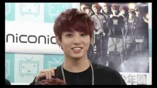 방탄소년단 jungkook s reaction when he reads that his name is written wrongly