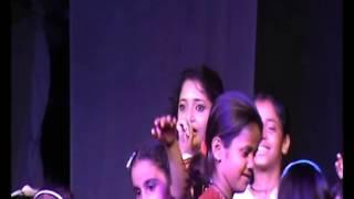 SAYRA SINGING MARATHI SONG LIVE MALA JAU DYA NA GHARI