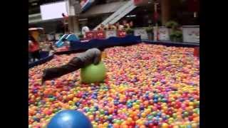 Piscina de pelotas Centro Comercial Santa Fé-Medellín