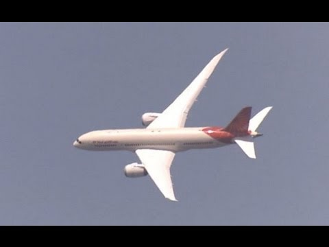 Paris Air Show 2013: Boeing 787 Demo Flight with Commentary