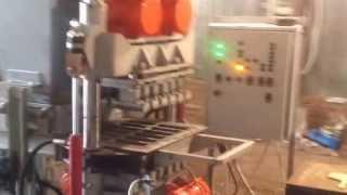 Оборудование для производства тротуарной плитки - работа вибропресса(http://pmepress.com - оборудование для производства тротуарной плитки. Доставка и обучение все страны СНГ. Видео..., 2013-06-18T22:02:21.000Z)