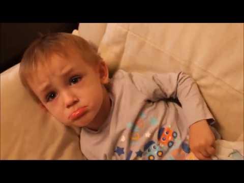 ИГРАЕМ В ДОКТОРА! Малыш заболел Делаем УКОЛ! Видео для детей Play doctor