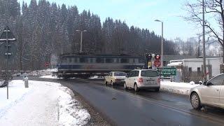 """Siódemka z EIC 1331 """"TATRY + 2xRP1 - Przelot przez przejazd kolejowy w Poroninie od strony DW961"""