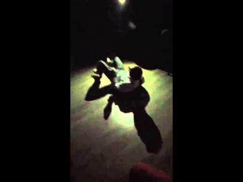 Τρελός Χορεύει - Trelos Dancing