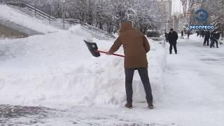 Снегопад в Пензенской области заставил чиновников взять в руки лопаты