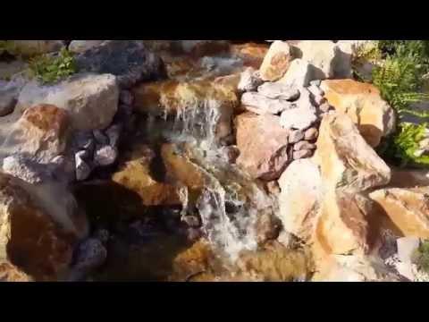 Ein Wasserfall im Japan - Garten