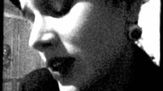 Retrato em Branco e Preto -- Ana Cañas