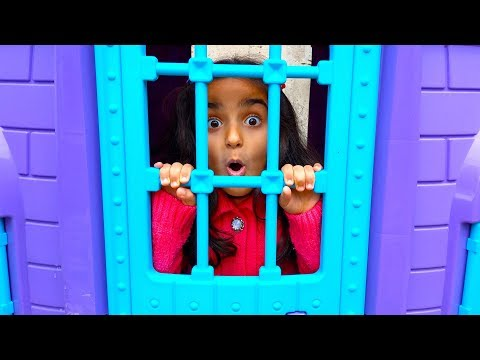 Princess Esma stay in the rain Help sister fun kid video