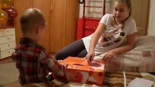 видео Что подарить мальчику в 4 года? 10 интересных идей