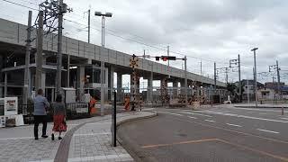 西金沢駅前 北陸鉄道7000系 大きな音をたて踏切通過