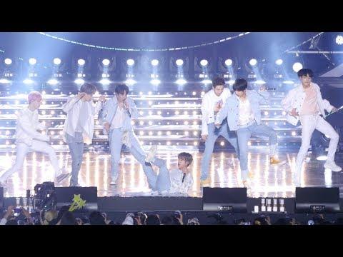 방탄소년단(BTS) IDOL(아이돌)추다 넘어진 석진(JIN), 걱정하는 멤버들.ㅠㅠ  [4K] 직캠 Fancam By Mera