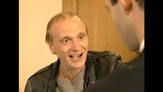 Бандитский Петербург : Степан Марков, старший опер, капитан, всё время в одной одежде.