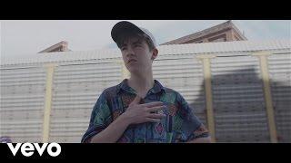 Смотреть клип Declan Mckenna - Isombard