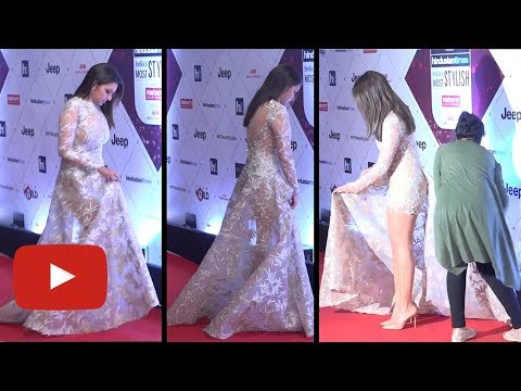 Parineeti Chopra UNCOMFORTABLE Adjusts Her Dress At HT Most Stylish Awards 2018