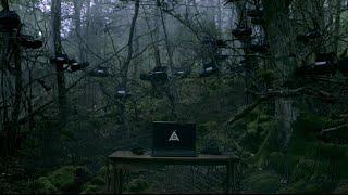「死にたい」というツイートを、樹海にプリントアウトするインスタレー...