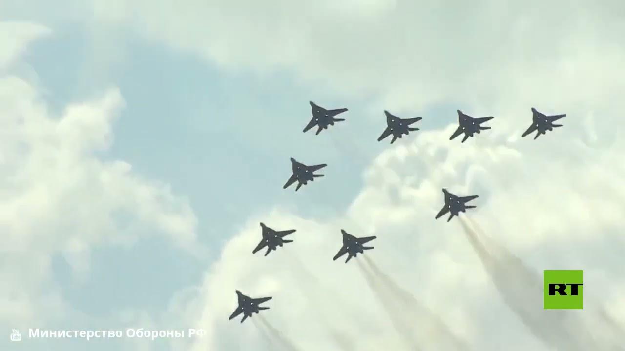 عرض جوي رائع بمناسبة الذكرى الـ30 لتأسيس فرقة مقاتلات -ستريجي- في مطار كوبينكا الروسي  - نشر قبل 27 دقيقة