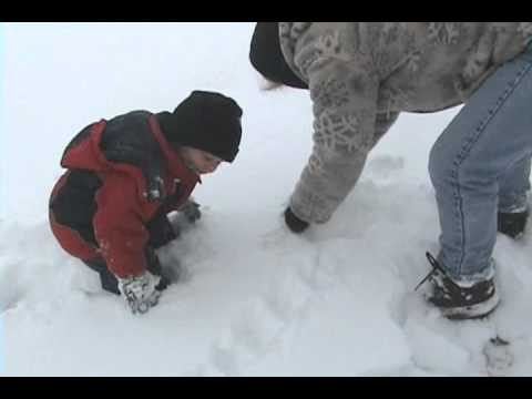 ABEL KANE PLAYING IN SNOW 2 (gets stuck)