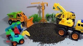 Xe máy xúc và những người bạn đến bãi cát xem bác xe máy xúc xe ben xe ủi làm việc MN Toys