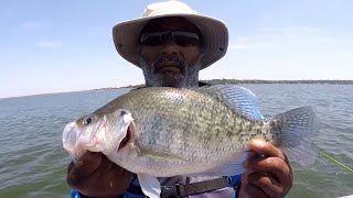 How To Recognize Brushpiles And Catch Monster Crappie *Crappie Fishing Tutorial*